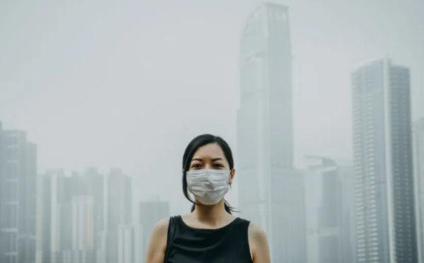 身处空气污染的环境中